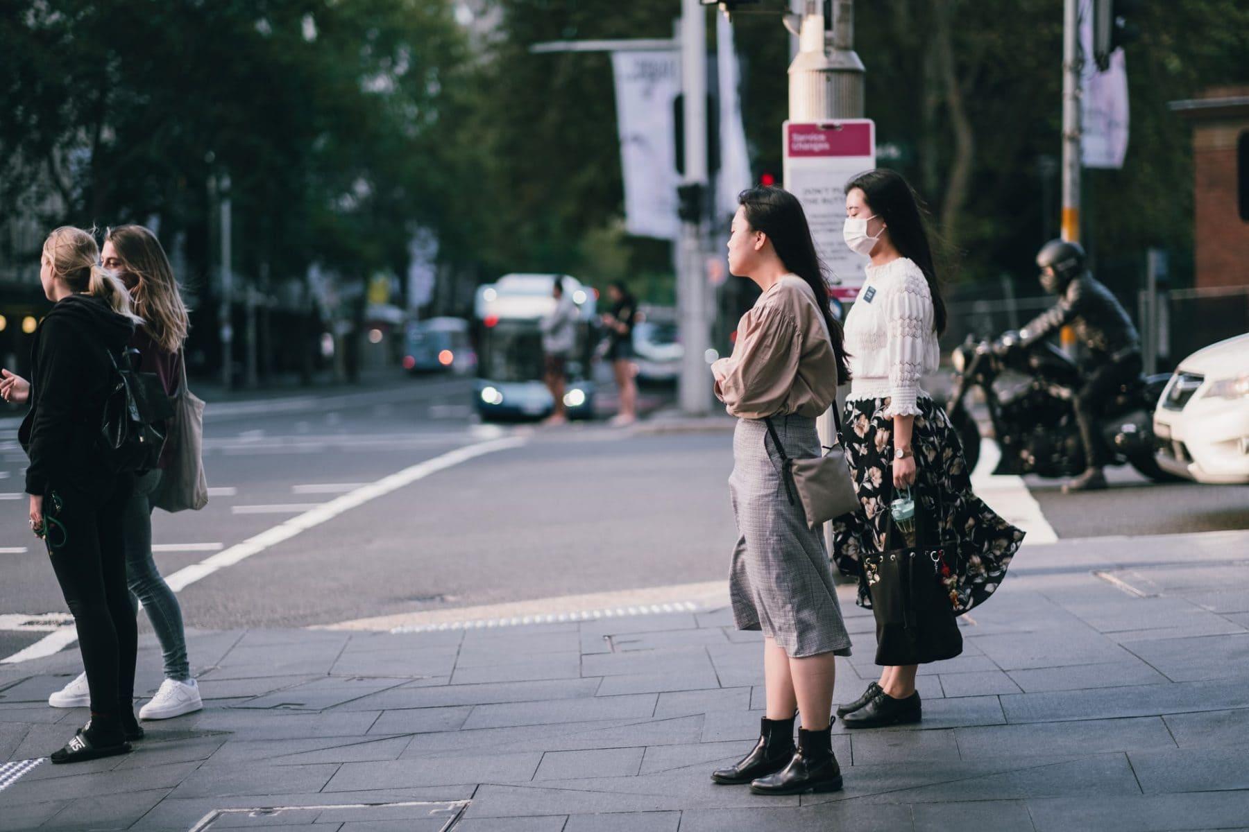 Sydney City Commuters Wear Mask